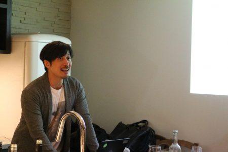 厚い胸板が魅力的なコンテンツプランナーの徳島久輝さん